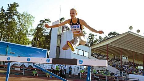 Kalevan kisoissa Sandra Eriksson voitti sekä 3000 metrin esteet että 1500 metrin sileän.