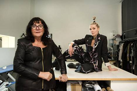 Äiti Tuula Niemi on tyttärelleen suunnittelija Mirkka Metsolalle usein korvaamaton apu niin työssä kuin muutenkin elämässä.