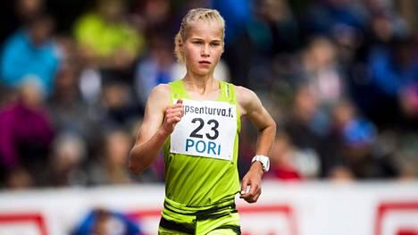 Alisa Vainio voitti 10000 metrin SM-kultaa Kalevan kisoissa 2015.