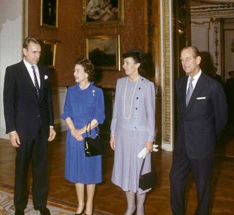 Suomen tasavallan presidentti Mauno Koivisto (vas.) ja puoliso Tellervo Koivisto vierailivat Buckinghamin palatsissa kuningatar Elisabethin ja prinssi Philipin vieraina 14. marraskuuta 1984.