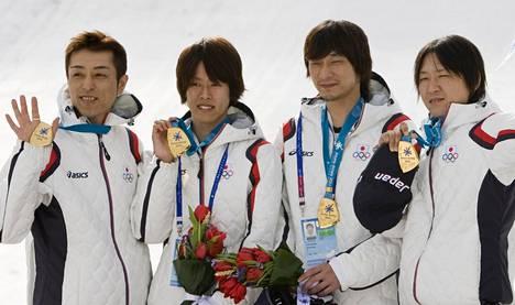Vuonna 2011 Kazuyoshi Funaki voitti Almatyssa Aasian joukkuemestaruuden Yuhei Sasakin, Yuta Watasen ja Kazuya Yoshiokan kanssa.