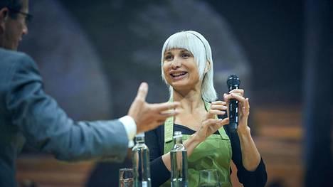 –Eräänä päivänä isoäiti tuli takaisin ruokakaupasta ja sanoi: Selina, kaupassa ei ollut mitään, se oli tyhjä. Meidän täytyy alkaa säännöstellä ruokaa. Tilanne oli kamala, Nordic Business Forumissa puhunut Selina Juul kertoo.