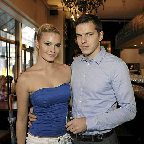 Pia Pakarinen ja Niko Väyrynen juhlivat yhdessä ravintola Casa Largon syntymäpäivillä viime lokakuussa.