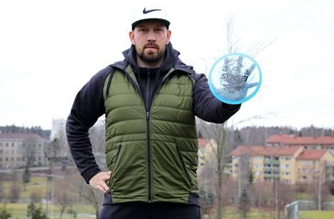 Jussi Meresmaa on yksi Suomen menestyneimmistä frisbeegolfaajista.