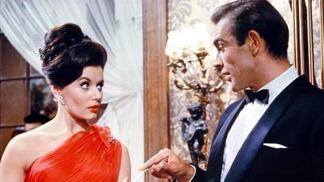 Eunice Gayson joutui hieman puijaamaan Sean Connerya, että mies saatiin rentoutumaan.