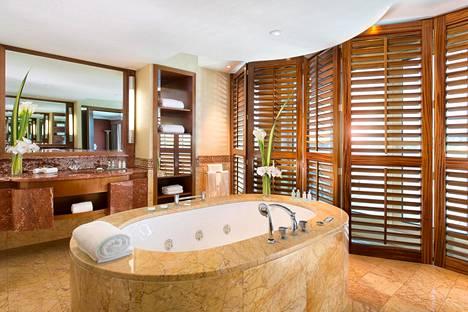 Kylpyhuoneen yksityiskohtien takana on luksustuotteiden suunnitteluun ja valmistukseen erikoistunut Hermès.
