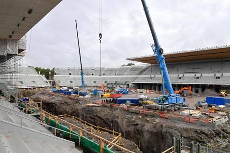 Olympiastadionin juoksuratojen alle tulee huoltotunneli, jota voi käyttää harjoitusratana.