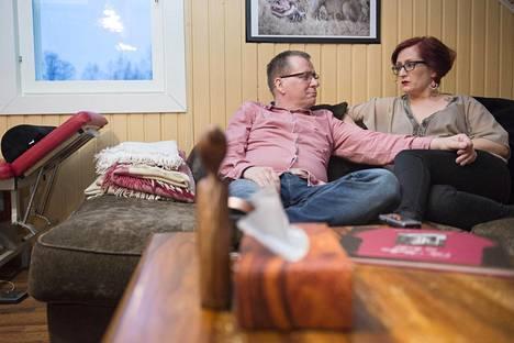 """Jouni ja Tiia kertovat olevansa yhä """"ällöttävän rakastuneita"""" toisiinsa."""