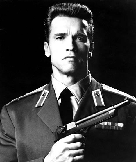 Schwarzenegger Punaisessa vaarassa.