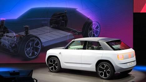 Volkswagen ID Life perustuu konsernin sähköautojen perusrakenteen lyhennettyyn versioon. Hyvin tuotantovalmiin näköinen nelimetrinen sähköauto tulee myyntiin ID.2 ja ehkä ID.1-nimisenä. Hämmästyttävää kyllä kompaktin sähköauton lupaillaan olevan valmis vasta vuonna 2025. Hyvää sen sijaan on hintojen lähteminen alle 20000 eurosta.