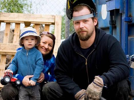 Taina Hurulan Stadin Metallissa metallityöt tekee Hurulan mies Sami Peteri (oik). Yrittäjäksi ryhtymiseen vaikutti myös poika, Tuomas Peteri.