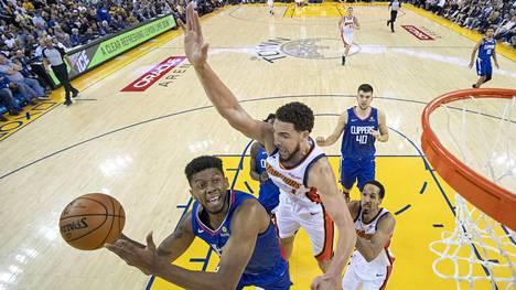 Golden State ja Milwaukee pääsevät lohkokärkinä NBA-pudotuspeleihin