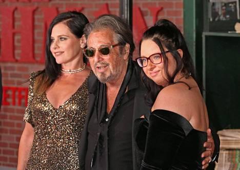 Al Pacino osallistui The Irishman -elokuvan ensi-iltaan Meital Dohanin ja Olivia-tyttärensä kanssa.