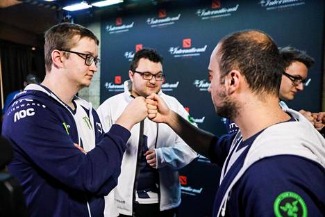 Urpalainen (vasemmalla) on pelannut Team Liquid -joukkueessa syksystä 2015 lähtien.