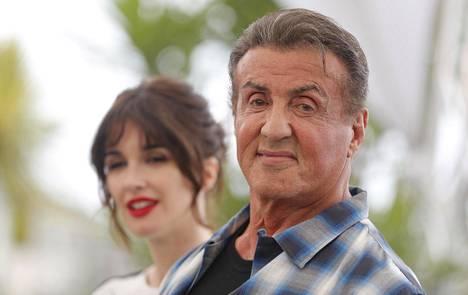 Sylvester Stallonen seuraava elokuva on Rambo-sarjaa jatkava Rambo: Last Blood. Toukokuussa hän vieraili näyttelijä Paz Vegan kanssa Cannesin elokuvajuhlilla.