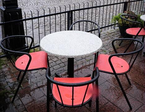 Korona kuritti ravintoloita myös Kajaanissa.