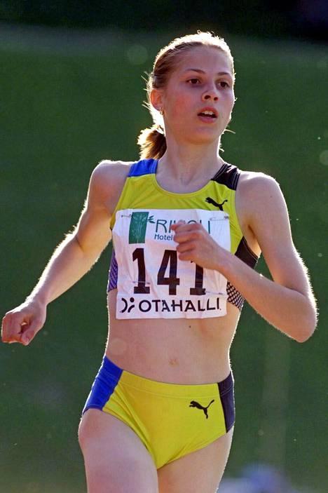 Riina Tolonen juoksi voittoon Espoon Otaniemessä vuonna 2000.