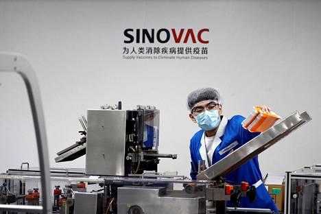 Sinovacin rokotetta pakattiin kuljetusta varten Pekingissä syyskuussa.