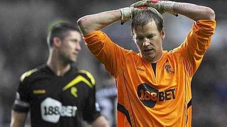 Jussi Jääskeläinen siirtyy Boltonista West Hamiin.