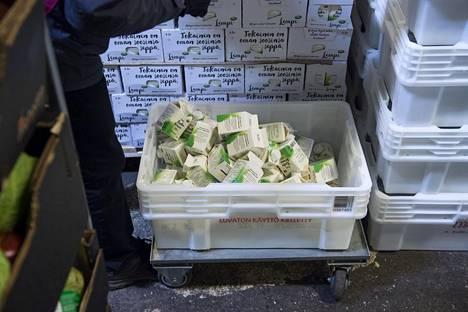 Ruoka-apua jakavat järjestöt saavat ruokansa ilmaisina lahjoituksina kaupan, tuottajien ja jalostajien ylijäämävarastoista.