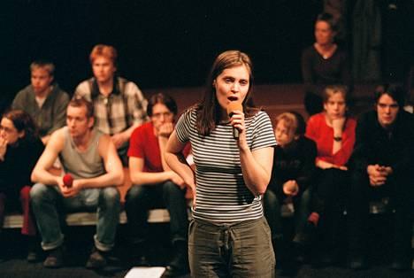2001: Lymi harjoitteli Kom-teatterin 30-vuotisjuhlaesitystä.