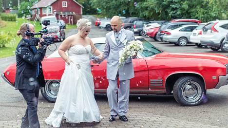 Tommi Ylirönni kuvaa vääksyläistä hääparia Susanna ja Jere Polkutietä, jotka saivat toisensa Unelmahäiden ensimmäisellä kaudella.