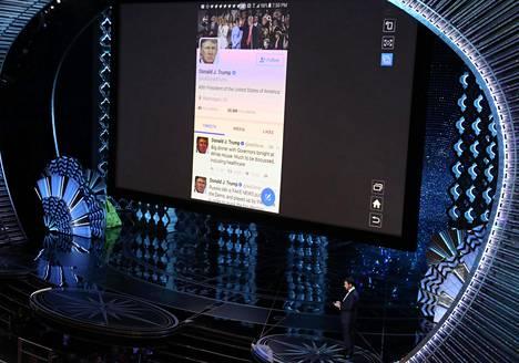 Juontaja Jimmy Kimmel lähetti Oscar-gaalan suoran lähetyksen aikana twiitin Yhdysvaltain presidentti Donald Trumpille.