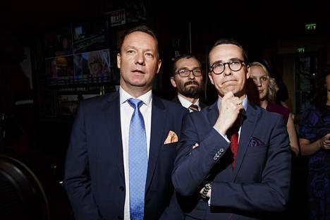RKP:n Mats Nylund ja puheenjohtaja Carl Haglund (oik.) vaalivalvojaisissa.