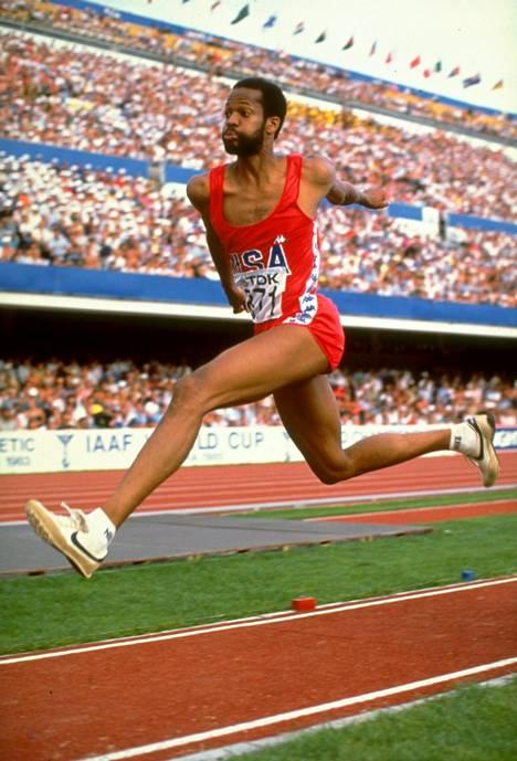 Banks hyppäämässä Helsingin MM-kisoissa 1983.