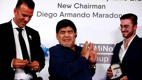 Diego Maradonan jälkeensä jättämässä omaisuudessa riittää selvitettävää. Siihen kuuluu mm. isokokoinen sormus, jonka jalkapallolegenda sai lahjaksi Valko-Venäjällä vuonna 2018. Hänet nimitettiin tuolloin Dynamo Brestin johtoon.