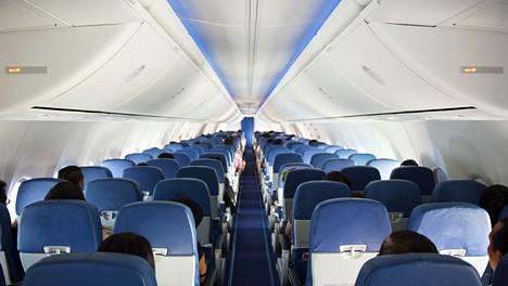 Lentokoneiden ohjaamoon kulkeutuvat myrkkyhöyryt aiheuttavat merkittävän terveysriskin.