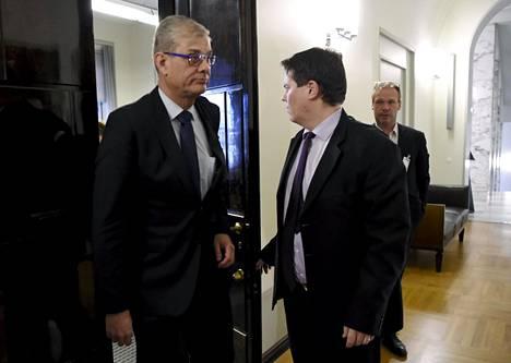 Ulkoministeriön konsulipäällikkö Pasi Tuominen poistumassa tauolle eduskunnan perustuslakivaliokunnan kuulemisesta Helsingissä 14. tammikuuta 2020.