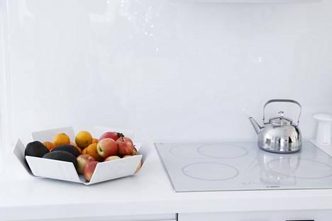 Värikkäät hedelmät kannattaa jättää näkyviin, sillä ne voivat olla sisustuselementti siinä missä koriste-esineetkin.