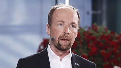 Jussi Halla-aho kommentoi puheessaan poliisien resurssikysymystä.