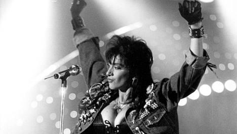 Sabrina esiintyi euroviisukarsinnoissa 1989.