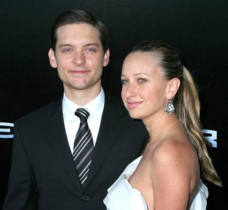 Tobey Maguire ja Jennifer Meyer Spiderman 3 -elokuvan ensi-illassa.