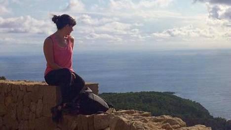 Anniina Koivula on asunut viimeisen kymmenen vuoden aikana Suomessa, Espanjassa, Kreikassa, Egyptissä ja New Yorkissa.