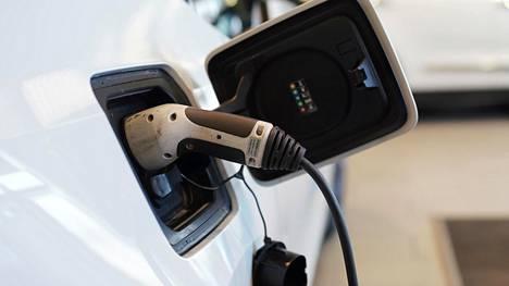 Asetus säädettiin, sillä vähäpäästöiset autot ovat liian hiljaisia ja aiheuttavat vaaraa jalankulkijoille.