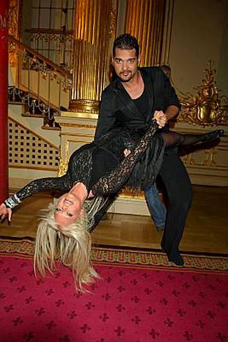 Linda Lampeniuksen ja tanssipari Daniel da Silvan ensitanssi näytetään perjantaina suorana lähetyksenä Ruotsin TV4:llä.