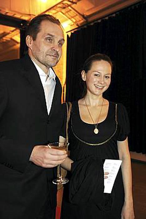 - Lopetan keikkailun kuukauden kuluttua, laulaja Terhi Kokkonen kertoi vierellään Arto Halonen.