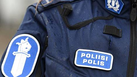 Lounais-Suomen poliisilaitos tutkii viime yön jäljiltä kahta tapon yritystä ja lukuisia pahoinpitelyjä.