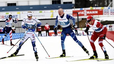 Iivo Niskasen (15) suksi ei ollut parhaassa mahdollisessa iskussa lauantaina.