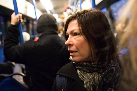Vihreiden Anni Sinnemäki lähetti myös terveisensä Touko Aallolle Twitterissä.