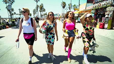 Hollantilaiset Leah, Lily, Sharel ja Gohar lähtevät elämänsä seikkailulle Los Angelesiin.