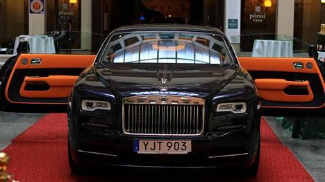 """Rolls-Royce hamuaa nyt asiakkaita Helsingistä – """"tänä päivänä on paljon hyväksytympää ajaa luksusautolla"""""""
