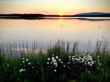 Lapin yöttömän yön taikaa Kolarin Äkäslompolossa heinäkuussa.