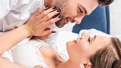 –Toisen tarpeet huomioon ottava ja näyttää kunnolla sen, että haluaa toista, kuvailee 26-vuotias nainen hyvää partnerin ominaisuuksia.