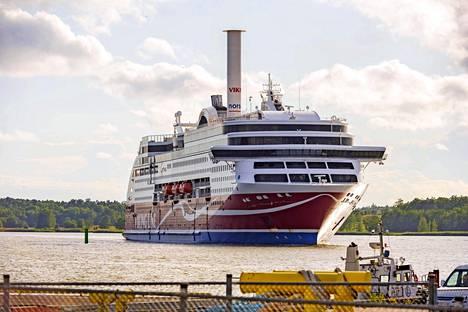 Viking Gracelle mahtuu 2800 matkustajaa. Huhtikuussa heitä on ollut yleensä reilu sata.