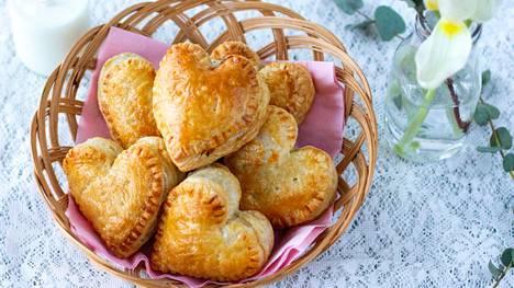 Pienet pasteijat sopivat kahvipöytään tai eväiksi.