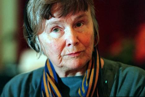 Lisbeth Palme osallistui Helsingissä järjestettyyn maailman lastensuojelufoorumin FOW:n konferenssiin vuonna 1999.